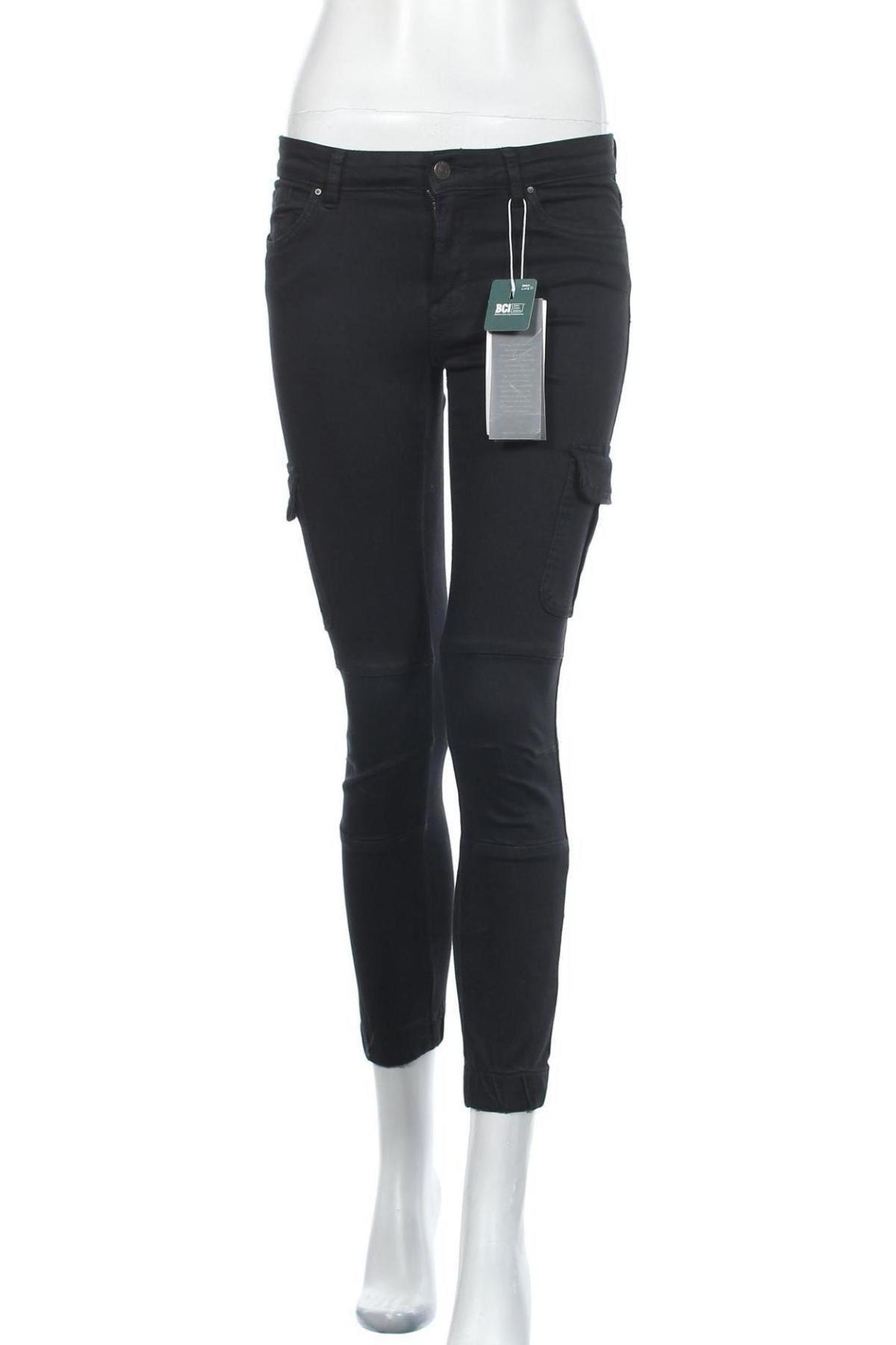 Дамски панталон ONLY, Размер M, Цвят Черен, 98% памук, 25% еластан, Цена 19,54лв.