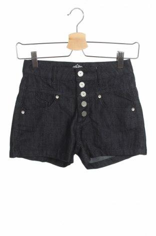 Γυναικείο κοντό παντελόνι Almost Famous