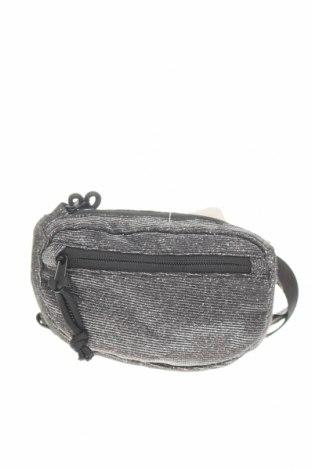 Чанта за кръст Urban Outfitters, Цвят Черен, Текстил, Цена 36,75лв.