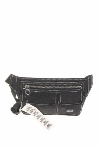 Чанта за кръст Urban Outfitters, Цвят Черен, Текстил, Цена 44,25лв.