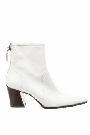 Дамски боти Zara, Размер 41, Цвят Бял, Естествена кожа, Цена 26,41лв.