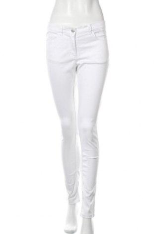 Дамски дънки, Размер M, Цвят Бял, 64% памук, 33% полиестер, 3% еластан, Цена 9,19лв.