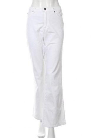 Дамски дънки Arizona, Размер XL, Цвят Бял, 98% памук, 2% еластан, Цена 28,74лв.