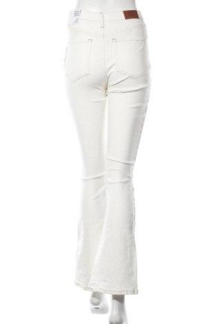 Дамски дънки BDG, Размер S, Цвят Екрю, 98% памук, 2% еластан, Цена 28,80лв.