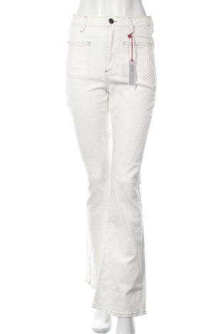 Дамски дънки BDG, Размер L, Цвят Екрю, 98% памук, 2% еластан, Цена 28,80лв.