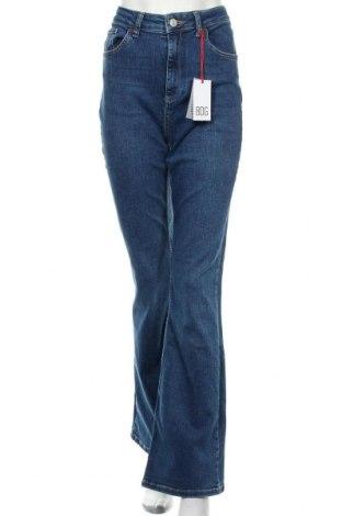 Дамски дънки BDG, Размер L, Цвят Син, 94% памук, 6% еластан, Цена 32,74лв.