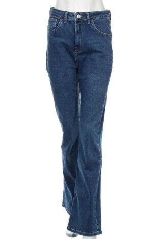 Дамски дънки BDG, Размер L, Цвят Син, 94% памук, 6% еластан, Цена 109,00лв.