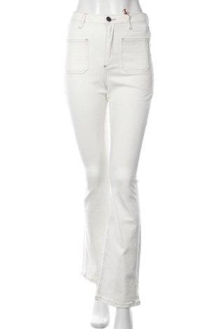 Дамски дънки BDG, Размер S, Цвят Бял, 98% памук, 2% еластан, Цена 81,75лв.