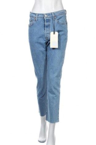 Дамски дънки Levi's, Размер M, Цвят Син, 99% памук, 1% еластан, Цена 123,37лв.