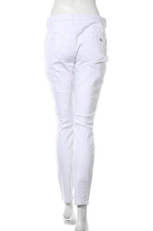 Дамски дънки Tamaris, Размер L, Цвят Бял, 98% памук, 2% еластан, Цена 25,24лв.