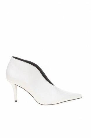 Дамски обувки Zara, Размер 35, Цвят Бял, Еко кожа, Цена 21,42лв.