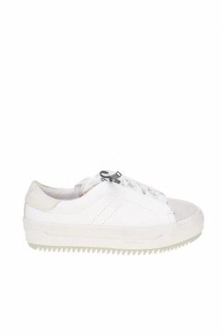 Дамски обувки Zara Trafaluc, Размер 37, Цвят Бял, Еко кожа, естествен велур, Цена 24,80лв.