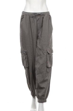 Γυναικείο παντελόνι BDG, Μέγεθος L, Χρώμα Γκρί, Βαμβάκι, Τιμή 32,48€