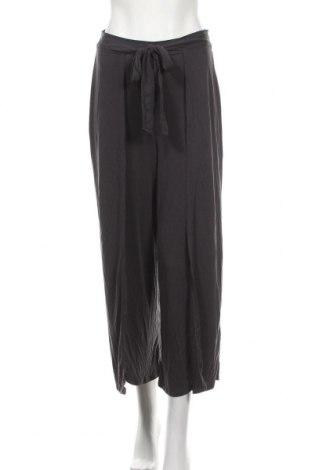Γυναικείο παντελόνι Urban Outfitters, Μέγεθος S, Χρώμα Γκρί, 64% μοντάλ, 36% πολυεστέρας, Τιμή 28,61€
