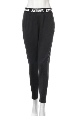 Pantaloni trening de femei Nike, Mărime L, Culoare Negru, 83% poliester, 17% elastan, Preț 112,74 Lei