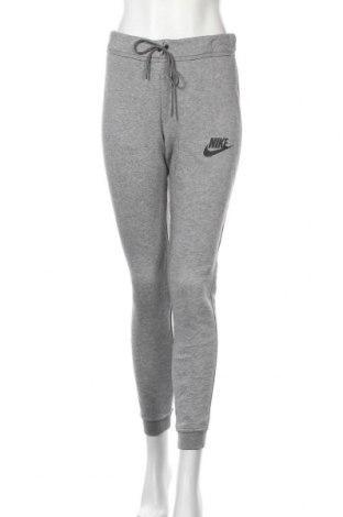 Pantaloni trening de femei Nike, Mărime S, Culoare Gri, 63% bumbac, 18% viscoză, Preț 139,26 Lei