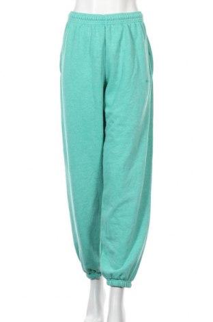 Pantaloni trening de femei Urban Outfitters, Mărime L, Culoare Verde, 80% bumbac, 20% poliester, Preț 88,36 Lei