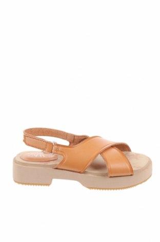 Детски сандали Zara, Размер 29, Цвят Бежов, Еко кожа, Цена 18,90лв.