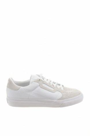 Мъжки обувки Adidas Originals, Размер 45, Цвят Бял, Текстил, естествен велур, Цена 59,07лв.