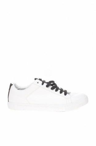 Ανδρικά παπούτσια Zara, Μέγεθος 45, Χρώμα Λευκό, Δερματίνη, Τιμή 24,32€