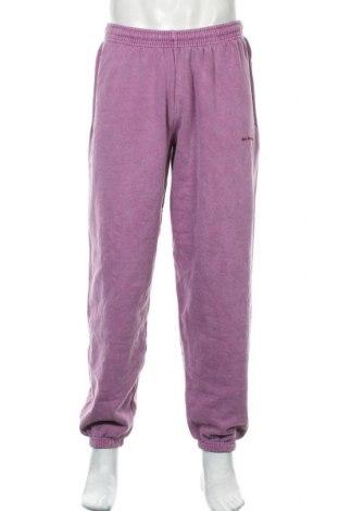 Pantaloni trening de bărbați Urban Outfitters, Mărime L, Culoare Mov deschis, 79% bumbac, 21% poliester, Preț 59,46 Lei