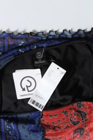 Пола Urban Outfitters, Размер M, Цвят Многоцветен, 94% полиестер, 6% еластан, Цена 5,00лв.