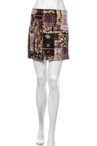 Пола Urban Outfitters, Размер S, Цвят Многоцветен, 93% полиестер, 7% еластан, Цена 44,25лв.