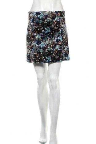 Пола Urban Outfitters, Размер M, Цвят Многоцветен, 93% полиестер, 7% еластан, Цена 13,57лв.