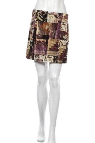 Пола Urban Outfitters, Размер M, Цвят Многоцветен, 93% полиестер, 7% еластан, Цена 11,21лв.