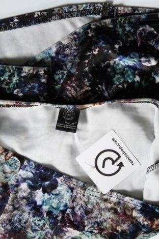 Пола Urban Outfitters, Размер M, Цвят Многоцветен, 93% полиестер, 7% еластан, Цена 8,91лв.