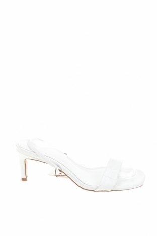 Сандали Zara, Размер 36, Цвят Бял, Естествена кожа, Цена 15,36лв.