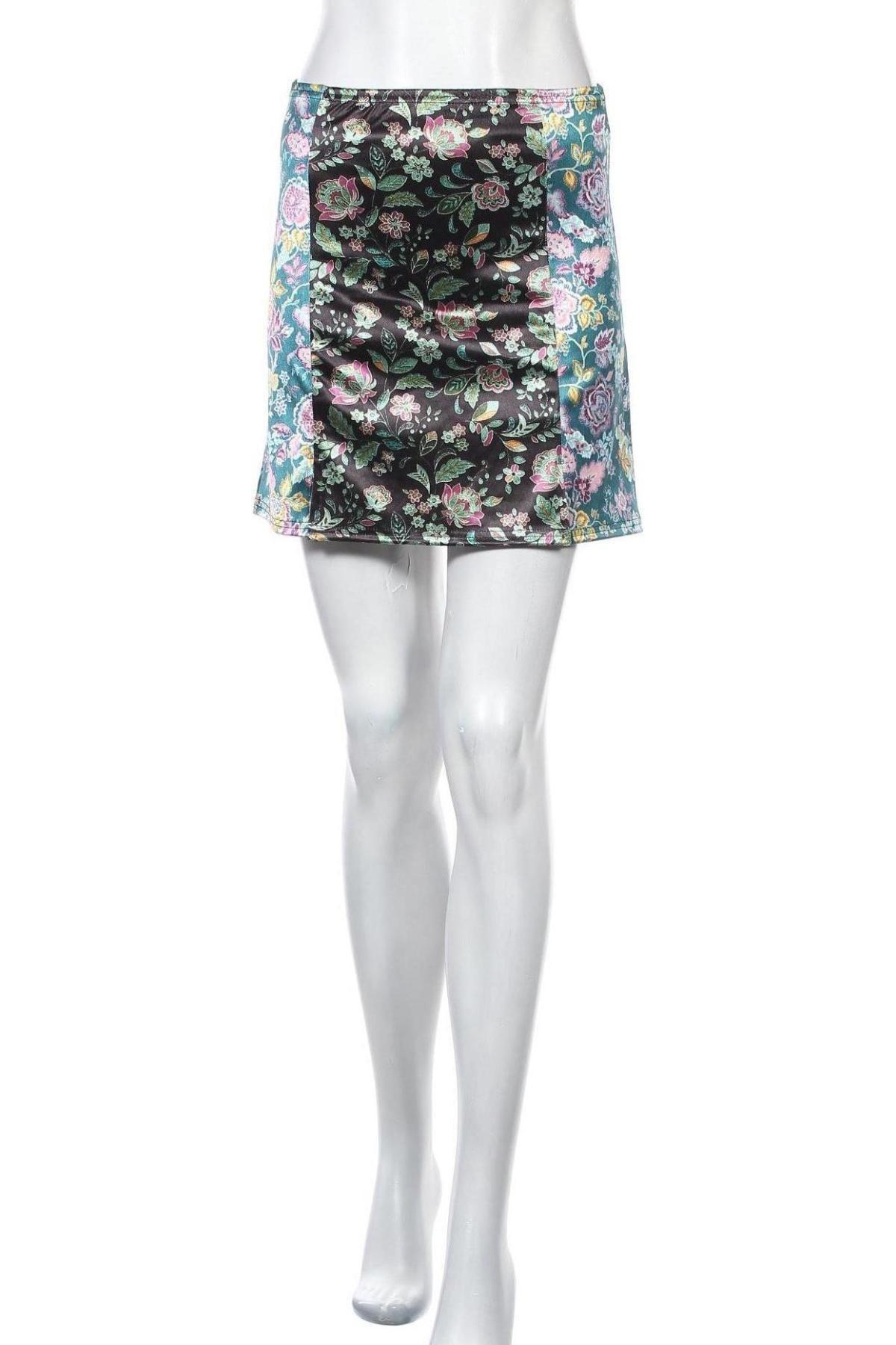 Пола Urban Outfitters, Размер S, Цвят Многоцветен, 91% полиестер, 9% еластан, Цена 3,00лв.
