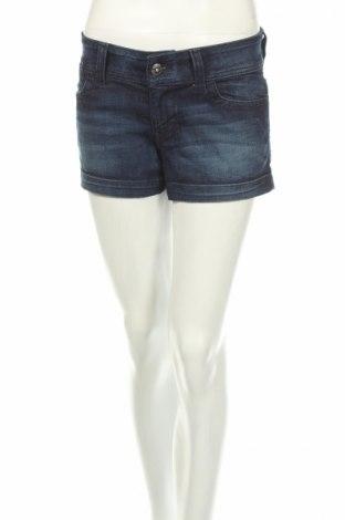 Γυναικείο κοντό παντελόνι Guess