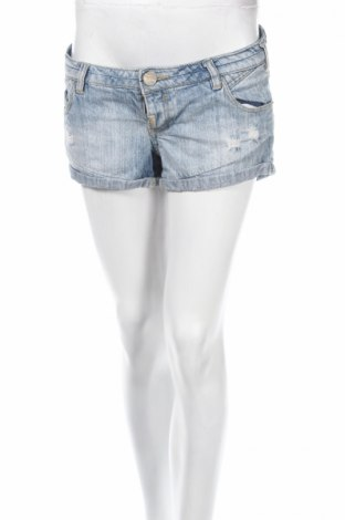 Γυναικείο κοντό παντελόνι Pull&Bear