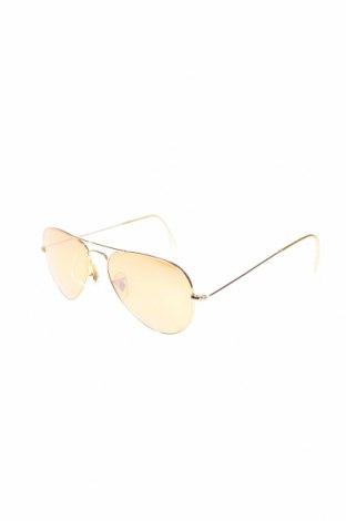 Слънчеви очила Ray Ban, Цвят Златист, Цена 150,80лв.
