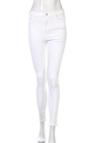 Дамски дънки ASOS, Размер S, Цвят Бял, 90% памук, 9% полиестер, 1% еластан, Цена 15,80лв.