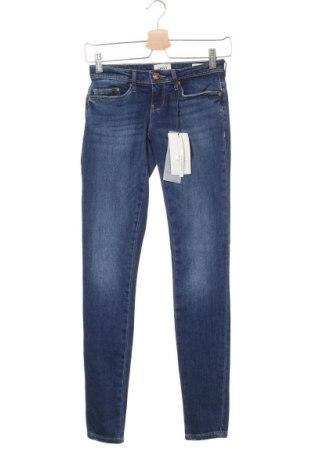 Дамски дънки ONLY, Размер XS, Цвят Син, 99% памук, 1% еластан, Цена 20,37лв.