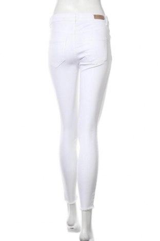 Дамски дънки ONLY, Размер S, Цвят Бял, 92% памук, 8% еластан, Цена 15,41лв.