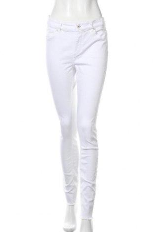 Дамски дънки ONLY, Размер L, Цвят Бял, 92% памук, 8% еластан, Цена 20,26лв.