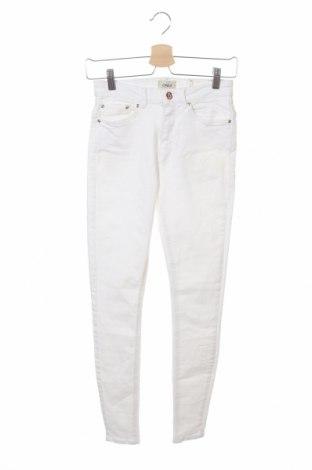 Дамски дънки ONLY, Размер M, Цвят Бял, 98% памук, 2% еластан, Цена 22,19лв.