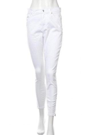 Дамски дънки Vero Moda, Размер L, Цвят Бял, 66% памук, 32% полиестер, 2% еластан, Цена 48,00лв.