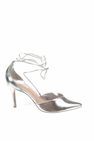 Дамски обувки Stradivarius, Размер 38, Цвят Сребрист, Еко кожа, Цена 13,11лв.