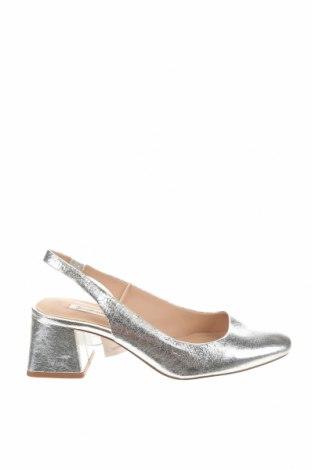 Дамски обувки Stradivarius, Размер 37, Цвят Сребрист, Еко кожа, Цена 17,25лв.