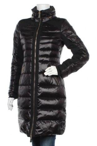 Γυναικείο μπουφάν Guess, Μέγεθος S, Χρώμα Μαύρο, Πολυαμίδη, φτερά και πούπουλα, Τιμή 62,77€