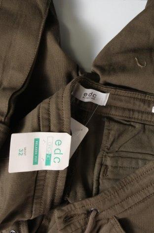Мъжки къс панталон Edc By Esprit, Размер M, Цвят Зелен, 98% памук, 2% еластан, Цена 21,80лв.