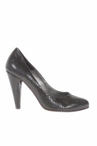 Γυναικεία παπούτσια United Colors Of Benetton - σε συμφέρουσα τιμή ... 30b9cd6e2ce