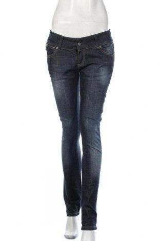 Дамски дънки, Размер L, Цвят Син, 98% памук, 2% еластан, Цена 13,86лв.