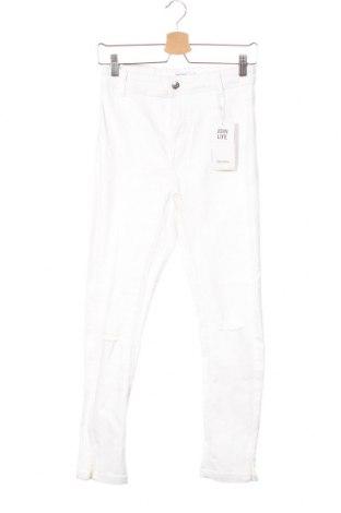 Дамски дънки Bershka, Размер XS, Цвят Бял, 98% памук, 2% еластан, Цена 18,73лв.