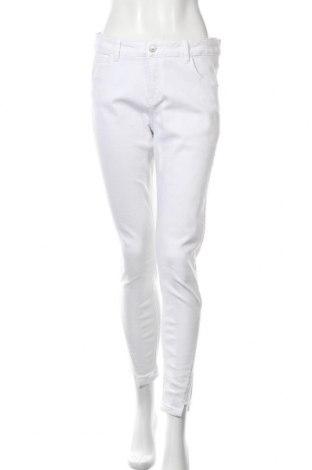 Дамски дънки Cartoon, Размер L, Цвят Бял, 98% памук, 2% еластан, Цена 31,66лв.