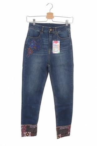 Дамски дънки Desigual, Размер XS, Цвят Син, 99% памук, 1% еластан, Цена 126,75лв.